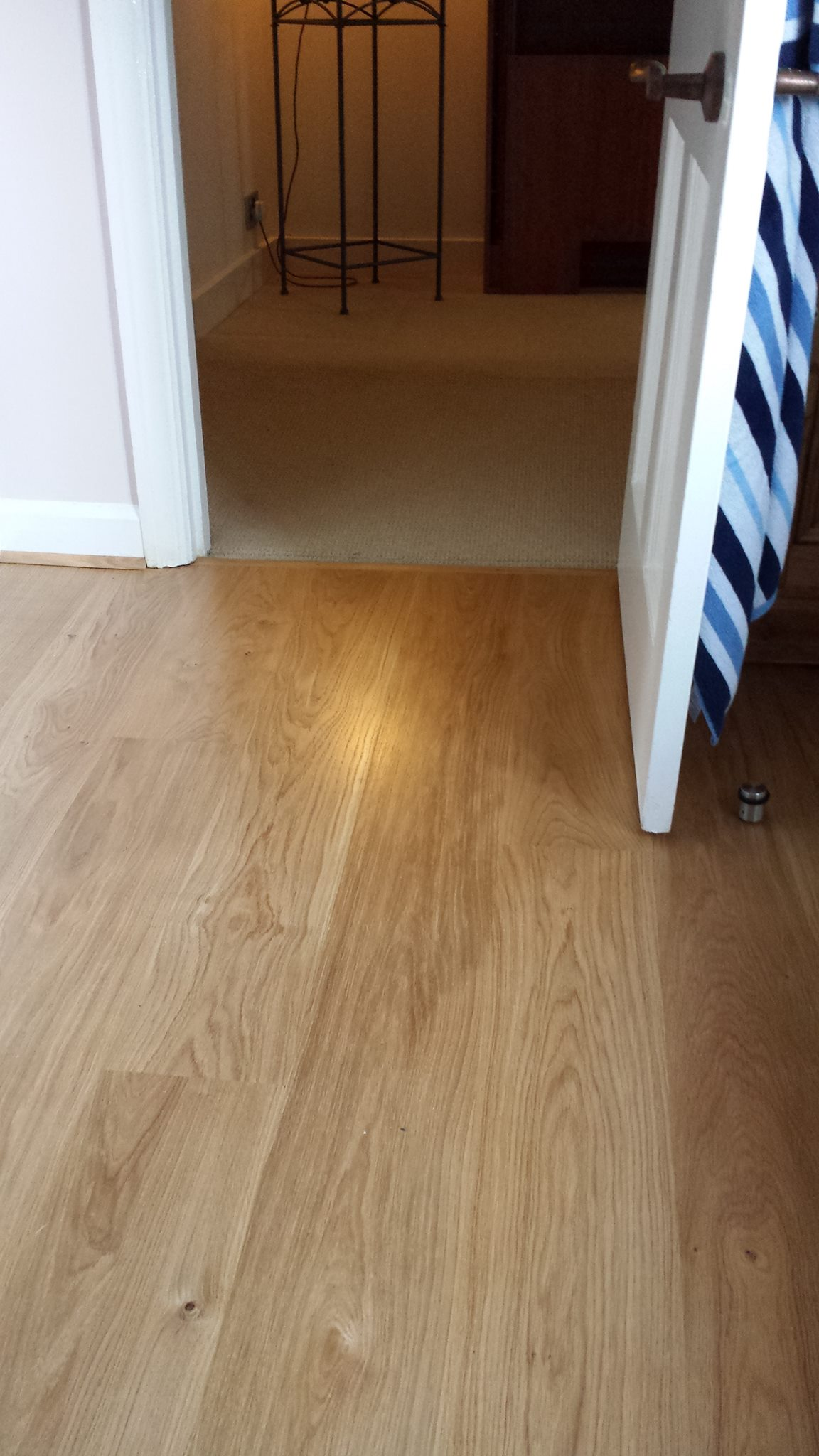Laminate flooring laying carpets laminate flooring for Laying laminate flooring